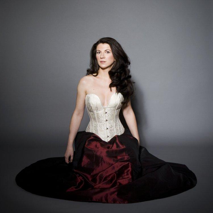 Elisabeth Kulman (Mezzo-soprano, Contralto) - Short Biography